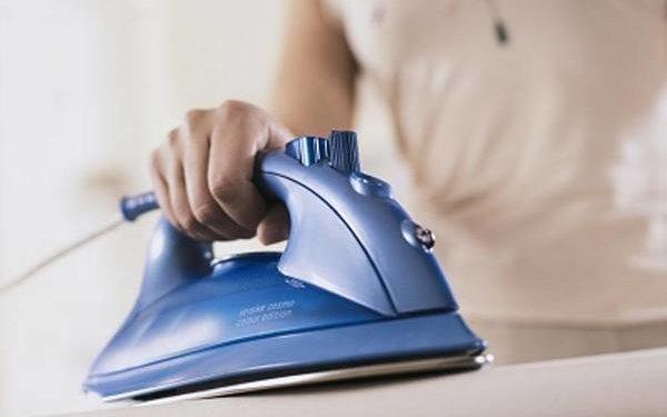 Быстрые способы отчистить подошву утюга в фото