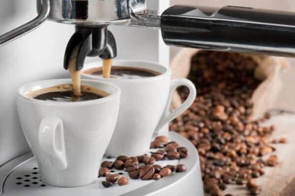 Чистим кофемашины и кофеварки от накипи в фото