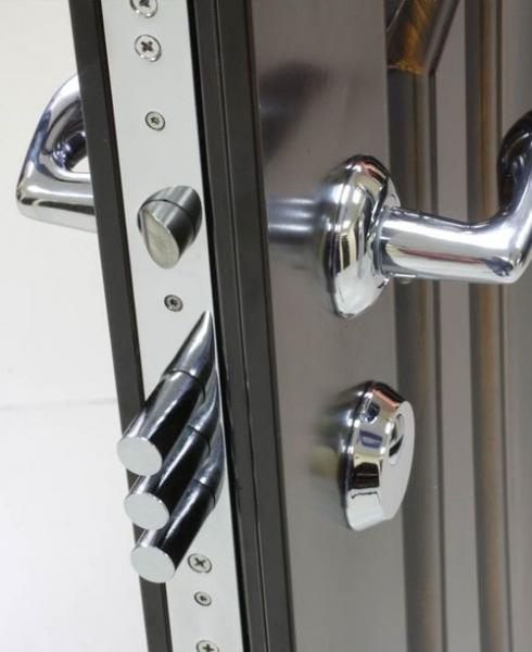 Как осуществлять ремонт замков в металлических дверях в фото