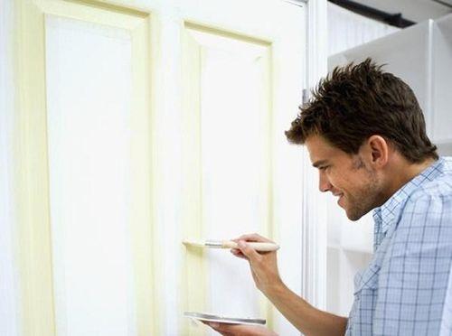 Как покрасить деревянную дверь в фото