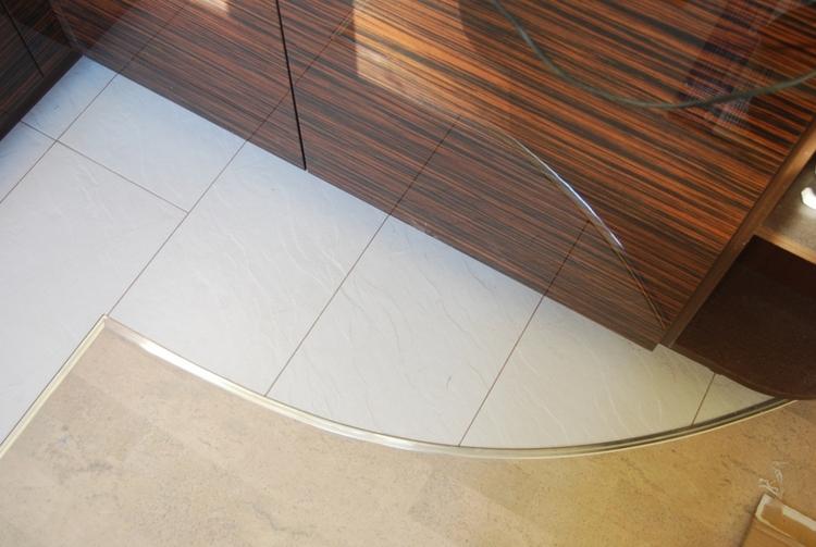 Как сделать надежный стык между плиткой и ламинатом