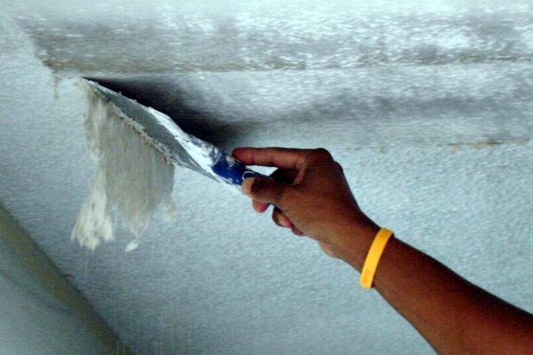 Как шпаклевать потолок под покраску: советы в фото