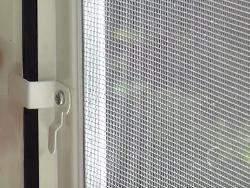 Как вставить москитную сетку в окно? в фото