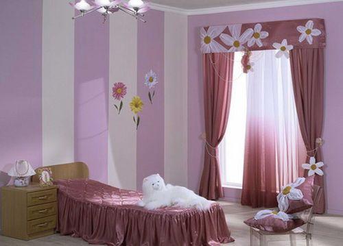 Какого цвета шторы подойдут к сиреневым обоям в фото