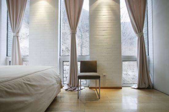 Какой должна быть правильная длина штор в фото