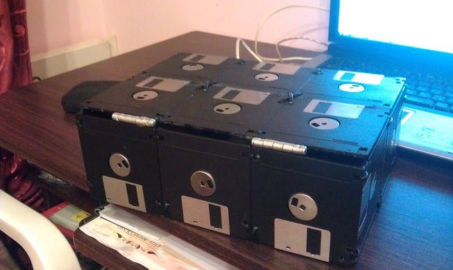 Коробочка-шкатулка из дискет в фото