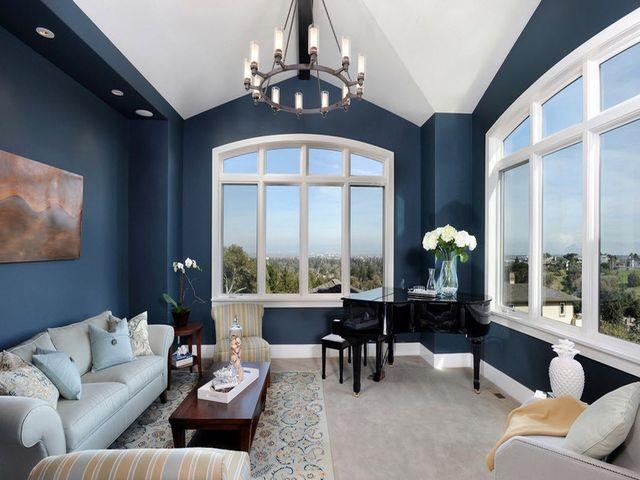Крашеные стены в интерьере: бирюзовые, голубые, серые в фото