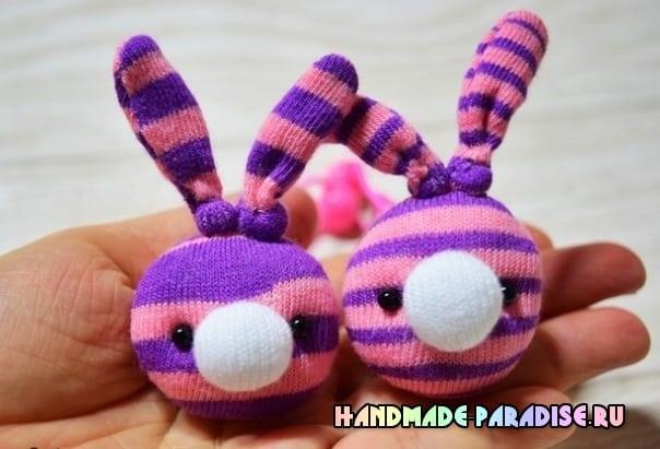 Кролики — детские резиночки из носков в фото