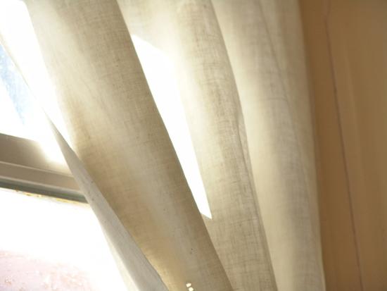Льняные шторы в интерьере в фото
