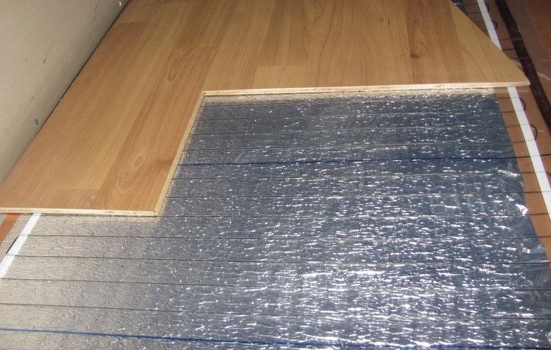 Монтаж теплого пола под ламинат на деревянный пол в фото