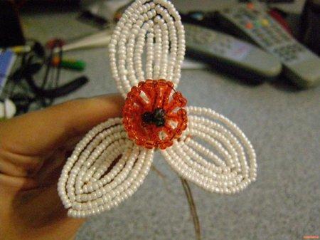 Нарцисс из бисера: мастер-класс по плетению летнего цветка в фото