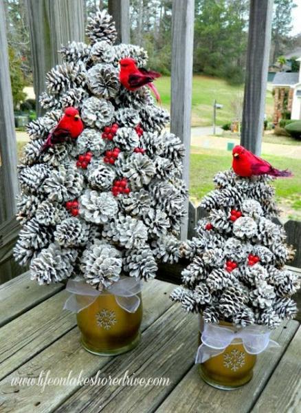 Новогодний декор своими руками — украшение из шишек в фото