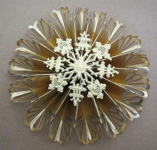 Объемные снежинки из бумаги в фото