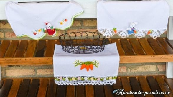 Полотенце с вязаной морковкой и цветочной обвязкой в фото