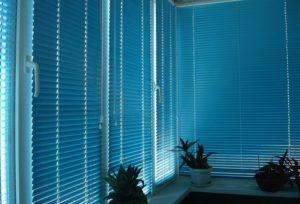 Правильный выбор жалюзи на пластиковые окна в фото
