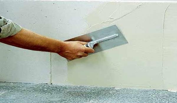 Процесс шпаклевки стен под обои — простые правила в фото