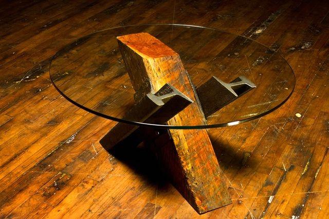 Сочетая несочетаемое: Аксессуары и мебель из рельс и шпал (13 фото) в фото