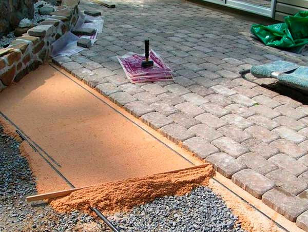 Укладка тротуарной плитки своими