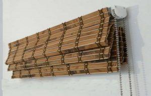 Установка межкомнатной бамбуковой шторы в фото