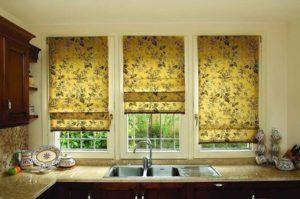 Установка римских штор на пластиковые окна в фото