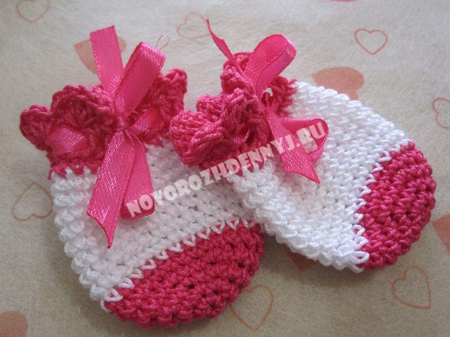 Варежки для новорожденного спицами с описанием и видео в фото