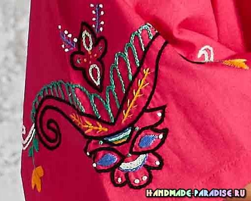 Вышивка на рукавах летней блузы в фото
