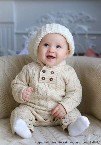 Вязаные костюмы для новорожденных со схемами и описанием: костюмчики для мальчиков и для девочек в фото