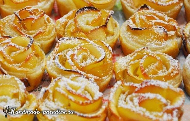 Яблочные розы из слоеного теста в фото