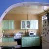 Зручна кухня, поєднана з кімнатою