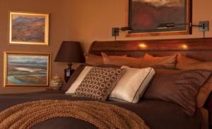 Інтерєр спальні в кремово коричневих тонах