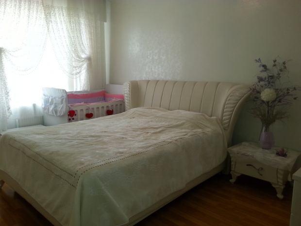 Спальня в молочно-перлових цвітах