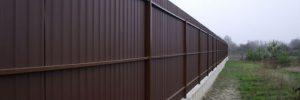 Забор из металлопрофиля: особенности конструкций