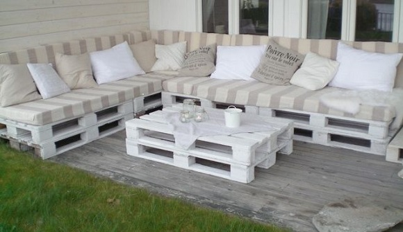 painted pallet garden furniture set
