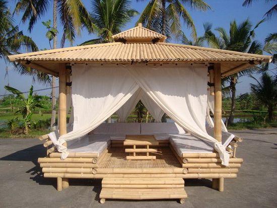 Беседка из бамбука