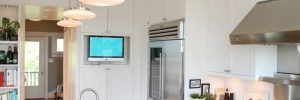Телевизор на кухне: как подобрать диагональ и где разместить?