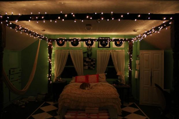 girl-bedroom-string-lights