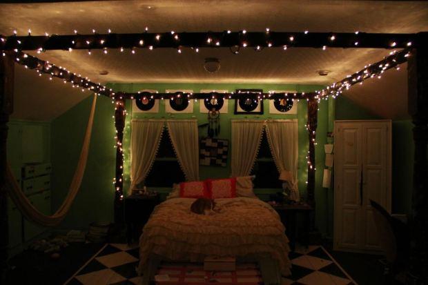 girl-bedroom-string-lights