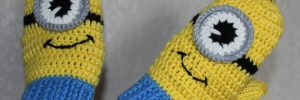 Варежки-миньоны спицами: мастер-класс со схемой и описанием в фото