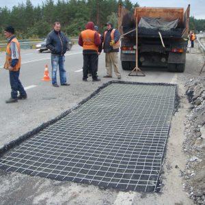 Применение дорожной сетки при строительстве дорог
