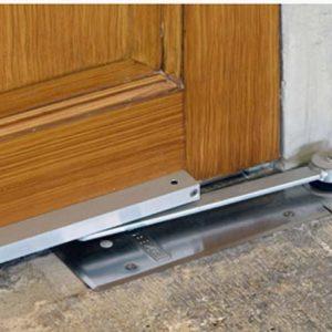 Как отремонтировать дверную раму.