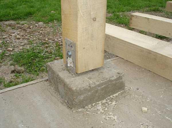 kak zakrepit derevyannyj stolb na betone 0