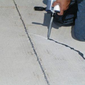 Частичный ремонт стяжки своими руками. Правильная заделка трещин в цементной стяжке