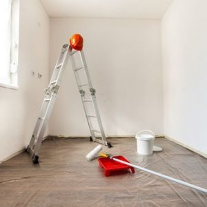 Как снять с потолка водоэмульсионную краску?