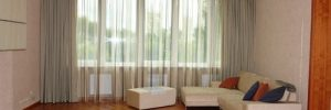 Выбираем дизайн штор на окна для зала в фото