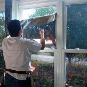 Стоит ли оклеивать окна энергосберегающими пленками?
