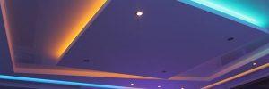 Многоуровневый натяжной потолок с подсветкой и другие типы конструкций