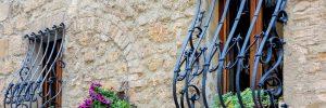 Кованые решетки на окна — гарантия безопасности
