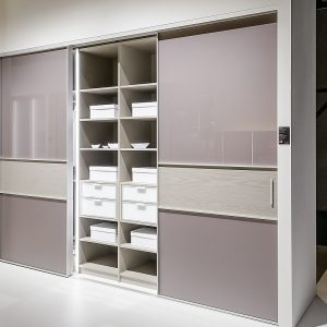 Преимущества встроенных шкафов