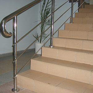 Оформление лестниц – перила и ограждения из нержавеющего металла