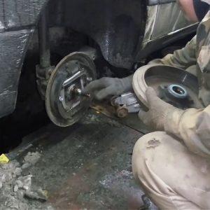 Как на Шкоде Октавиа самостоятельно в условиях гаража поменять ступичный подшипник